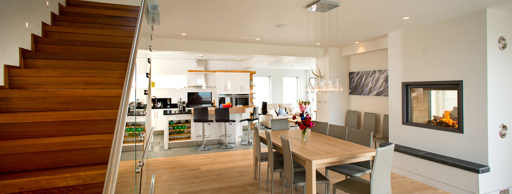 Engineered oak floorboards in contemporary kitchen (Photographer - Bob Willingham)